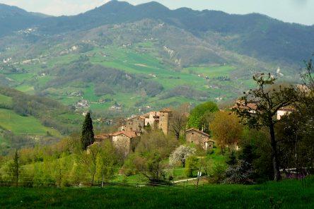 I borghi silenziosi di magistri comacini e scalpellini (Borgo La Scola, BO)